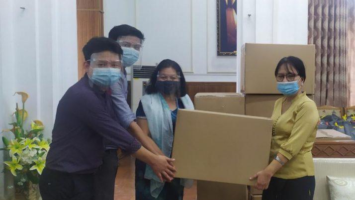 ဆေးတက္ကသိုလ် (၁) (လမ်းမတော်,ရန်ကုန်) သို့ Surgical Gown များလှုဒါန်းခြင်း